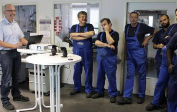 Dr. Thorsten Stoltenhoff (left) at his weekly meeting in the department Thermal Spraying